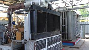 Kühlsystem des leistungsfähigen Kompressors Gas zu einem Rohrleitungssystem zusammendrücken und transportierend stock video