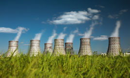 Kühlturm eines Atomkraftwerks Stockbild