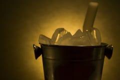 Kühlvorrichtung mit Eis Stockfoto
