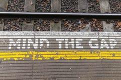 Kümmern Sie sich das um Gap-Zeichen Lizenzfreie Stockfotografie