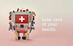 Kümmern Sie sich um Ihrem Gesundheitsanzeigen-Schablonenplakat Rote Anzeige des medizinischen monitors der ersten Hilfe Roboter F Lizenzfreie Stockbilder