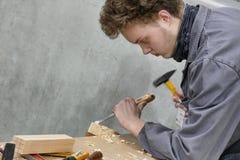 Künste und Handwerksschüler üben an stockbild