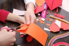 Künste und Handwerksversorgungen für Heilig-Valentinsgruß ` s Färben Sie Papier-, verschiedene washi Bänder, Herzversorgungen für Lizenzfreie Stockbilder