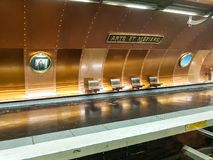 Künste und Spezialgebiet-Metrostation stockbilder