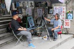 Künstler, der ein Porträt auf Gulangyu-Insel in China zeichnet Stockfotos