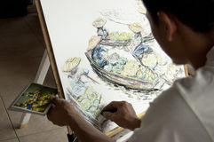 Künstler, der eine Abbildung eines sich hin- und herbewegenden Marktes zeichnet Stockfoto