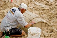 Künstler, der im Sand arbeitet Lizenzfreies Stockfoto