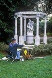 Künstler, die Gazebo mit statuarischer, Huntington-Bibliothek und Gärten, Pasadena malen lizenzfreie stockfotos