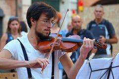 Künstler führen in der Straße durch Buskers-Festival Ad hoc Quartett Lizenzfreie Stockbilder