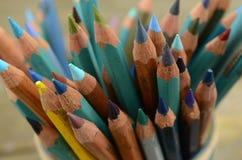 Künstler farbige Bleistifte Stockbilder