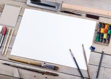 Künstler-, Illustrator- oder Schreibkünstlerarbeitsplatz Lizenzfreie Stockbilder