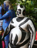 Künstler malen 100 völlig Aktmodelle aller Formen und Größen während des 4. NYC-Körper-Malerei-Tages Stockbild