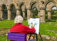 Künstler Painting an Buildwas-Abtei, Shropshire Stockbild