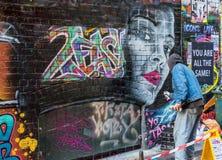 Künstler und Graffiti in Melbourne, Australien Lizenzfreies Stockfoto