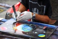 Künstler zeichnet eine Abbildung Lizenzfreies Stockbild
