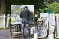 Künstler zeichnet eine Abbildung Lizenzfreies Stockfoto