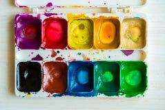 Künstlerbürste und -farbe Stockfoto