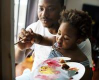 Künstlerfamilie mein Vater unterrichten Farbe lizenzfreies stockbild