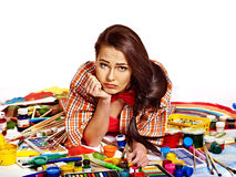 Künstlerfrau bei der Arbeit. Stockfotografie