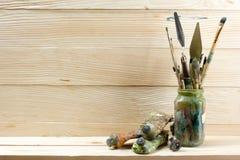 Künstlerisch, Künstler, Kunst Benutzte Künstlermalerpinsel Stockfotografie