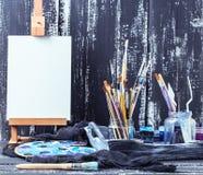 Künstlerische Ausrüstung Bürsten und Farben für das Zeichnen Einzelteile für Kind-` s Kreativität Stockbilder