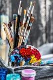 Künstlerische Ausrüstung Bürsten und Farben für das Zeichnen Einzelteile für Kind-` s Kreativität Lizenzfreie Stockbilder