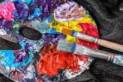 Künstlerische Ausrüstung Bürsten und Farben für das Zeichnen Einzelteile für Kind-` s Kreativität Lizenzfreies Stockbild