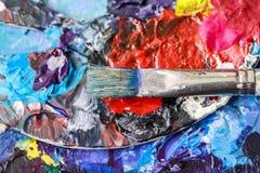Künstlerische Ausrüstung Bürsten und Farben für das Zeichnen Einzelteile für Kind-` s Kreativität Lizenzfreie Stockfotos