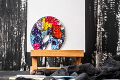 Künstlerische Ausrüstung Bürsten und Farben für das Zeichnen Einzelteile für Kind-` s Kreativität Lizenzfreies Stockfoto
