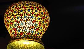 Künstlerische bunte Lampe in Indien stockfotos