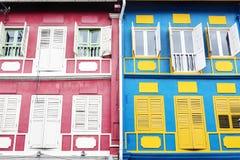 Künstlerische Struktur der bunten Wohngebäude stockbilder
