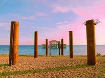 Künstlerischer heller farbiger Brighton West Pier und Säulen lizenzfreie stockfotos