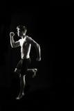 Künstlerischer, starker Mann, Springen, laufend Lizenzfreie Stockfotos
