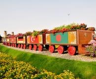 Künstlerisches Fahrzeug im Wundergarten stockbilder