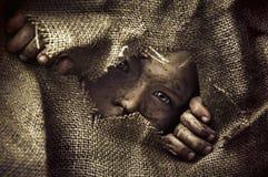 Künstlerisches Porträt eines armen kleinen Jungen Stockfotografie