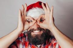 Künstlerisches Porträt von grauem behaartem Weihnachtsmann Stockbilder