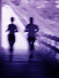 Künstlerisches Unschärfe eines laufenden Paares lizenzfreies stockfoto