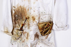 Künstlerkittel, painterbrushes und Putztuch Lizenzfreie Stockfotos