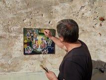 Künstlermaler auf der Terrasse Stockfoto