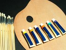 Künstlerpallette und -farben Lizenzfreies Stockbild