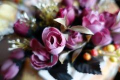 Künstliche Blumen boquet nah oben mit blauem Effekt lizenzfreie stockbilder