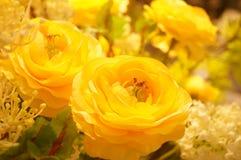 Künstliche Blumen, sehr lebensecht lizenzfreie stockbilder