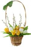 Künstliche Blumen und Pussyweiden in umsponnenem Stockfoto