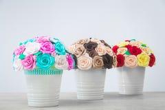 Künstliche Blumen von Rosen Lizenzfreies Stockfoto