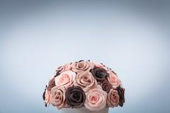 Künstliche Blumen von Rosen Lizenzfreie Stockfotos