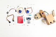 Künstliche Intelligenz Roboter mit den Händen und den Robotikteilen und Lizenzfreie Stockfotos