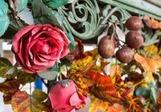 Künstliche rote Rose Lizenzfreies Stockfoto