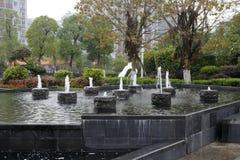Künstlicher Brunnen des jing (ruhigen) Seeparks in zhangzhou Stadt, Porzellan stockbilder