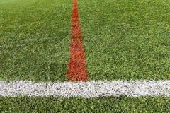 Künstlicher Grasfußball lizenzfreies stockfoto