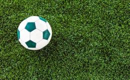 Künstlicher Grasfußballplatz lizenzfreies stockfoto
